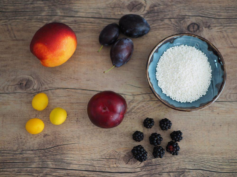Tapiokový pudink s kokosem, ovocem a citrónovou verbenou