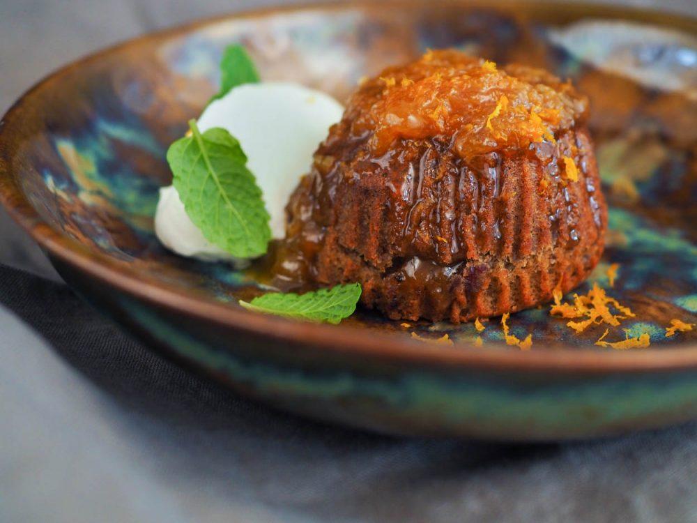 Datlový muffin, mandarinková marmeláda a šlehačka Chantilly