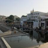 Jezero v Puškaru a věřící