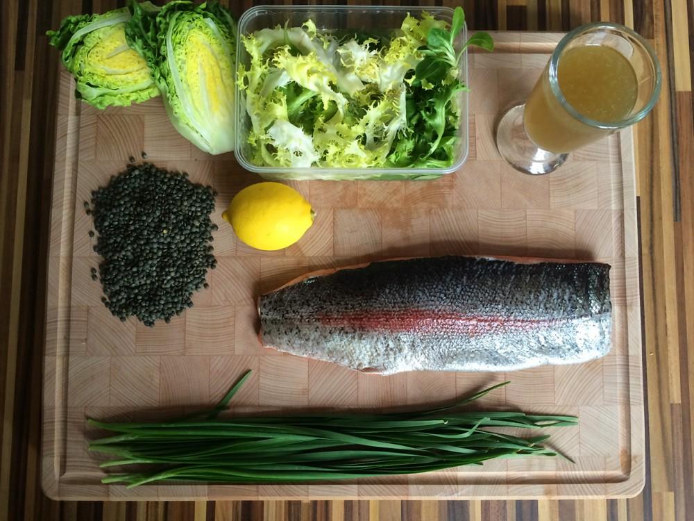 Pečený filet z mořského pstruha, zelená francouzská čočka, limetový dresink