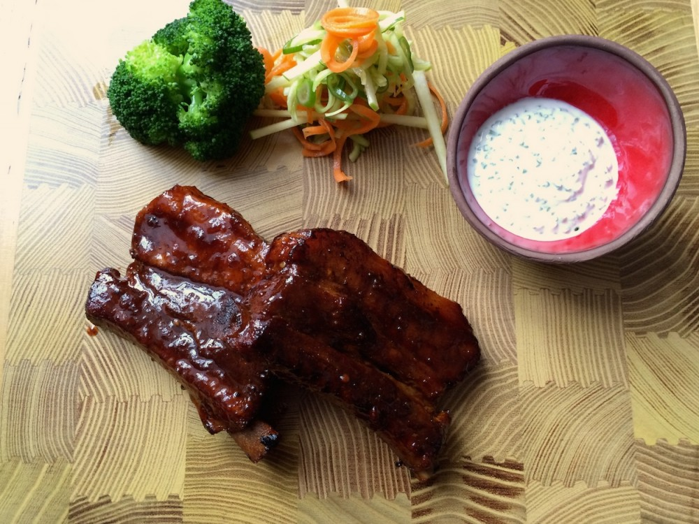 BBQ ribs, fresh veggies and sour cream with chives