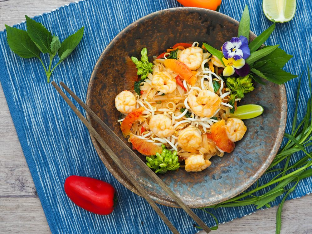 Rice noodles with prawns, orange curry dressing