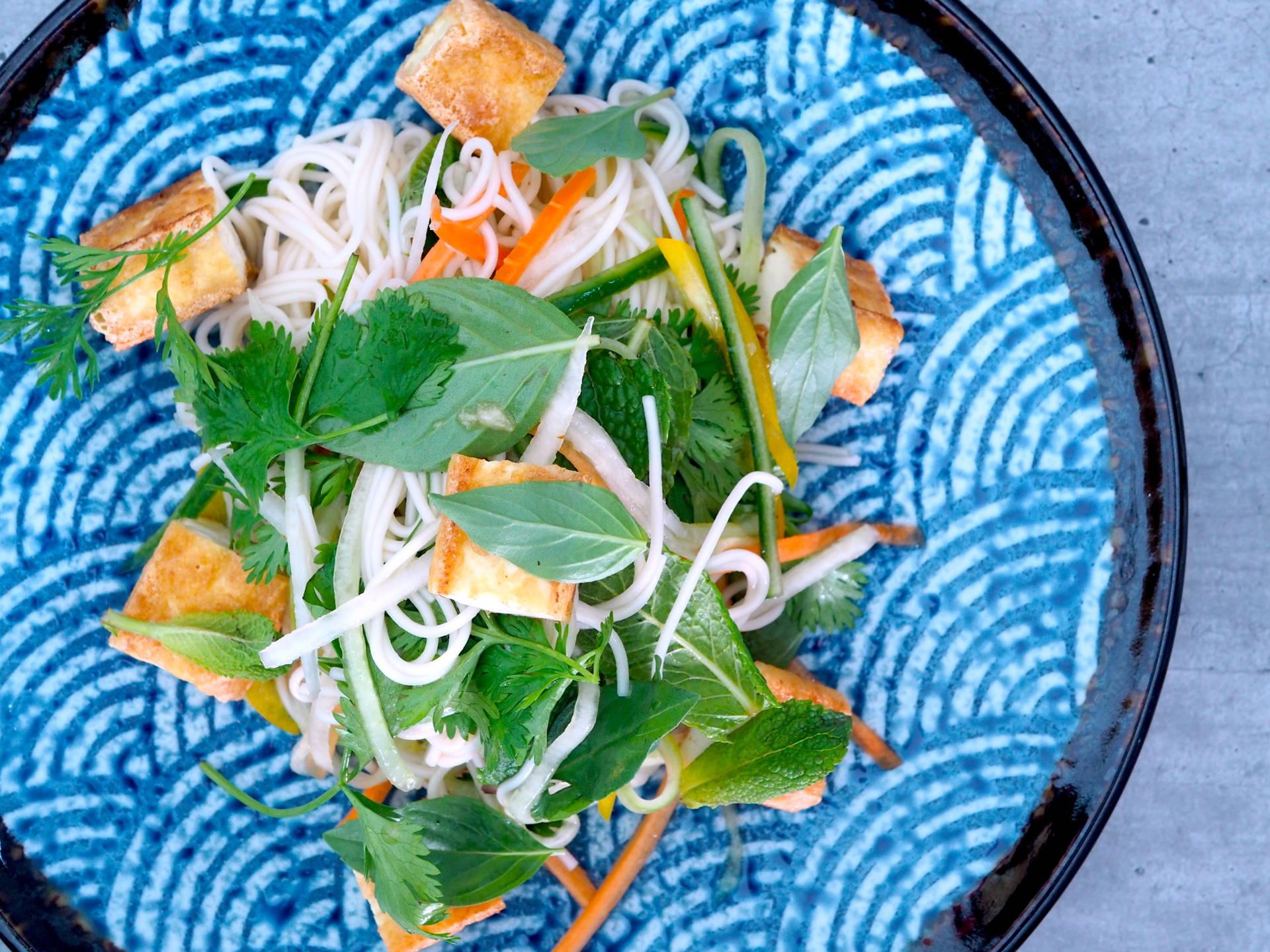 Nudlový salát s tofu