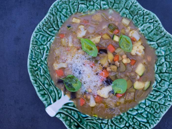 Vydatná zeleninová polévka